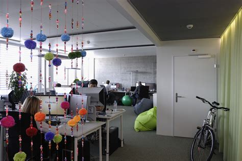 awesome previously unpublished photos of google zurich office 50 posti in cui si usa linux e noi non lo sappiamo