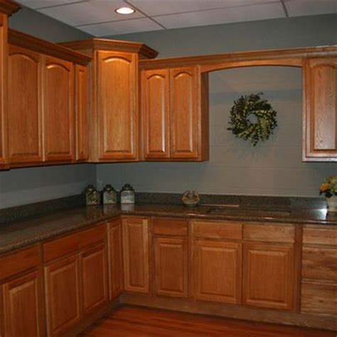 oak cabinets kitchen wall color pin by jennifer elling on for the home pinterest