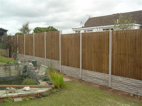 recinzioni legno giardino recinzioni giardino 25 idee fra legno metallo e piante