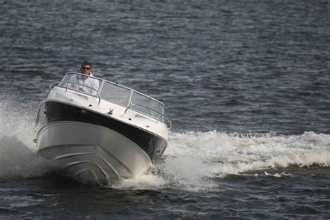 matthew smith performance boat brokerage bayliner 642 review boats