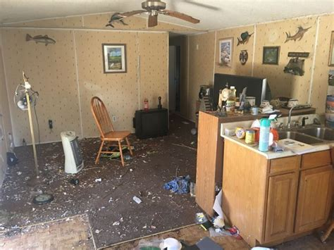 meth house disturbing photos show the inside of a meth house 27 pics
