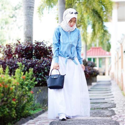 Dan Rok Putih Hitam 6260z til sederhana namun menawan dengan baju longgar