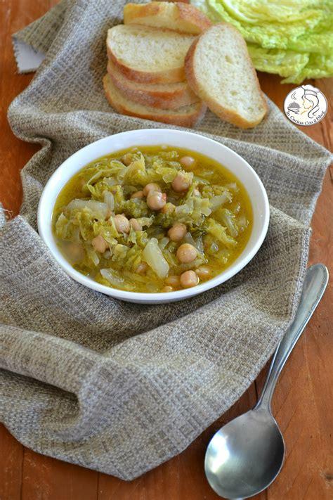 cosa cucinare con i ceci zuppa di ceci con verza e finocchio in cucina con il