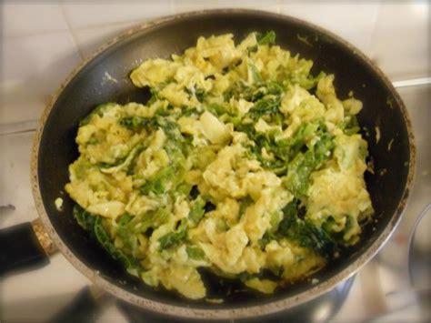 la verza come si cucina verza con le uova ricette di cucina il cuore in pentola