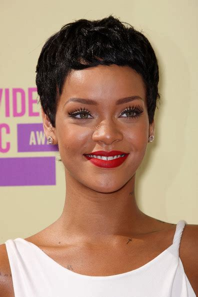 short weave hairstyles for rihanna and haille berry galeria galeria kr 243 tkie fryzury 30 45 snobka