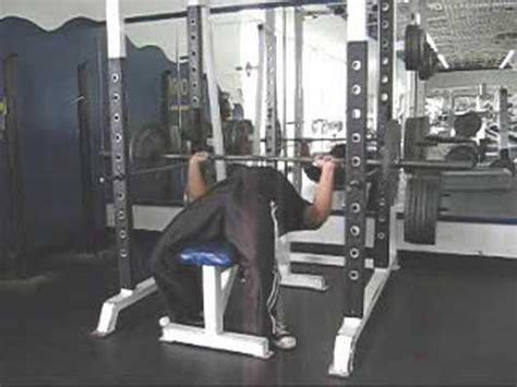Spotter Bench Press How To Bench Press By Yourself Without A Spotter Youtube