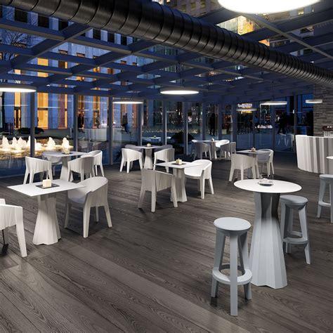 tavoli e sedie in plastica sedute e tavoli in plastica indoor outdoor e colorata