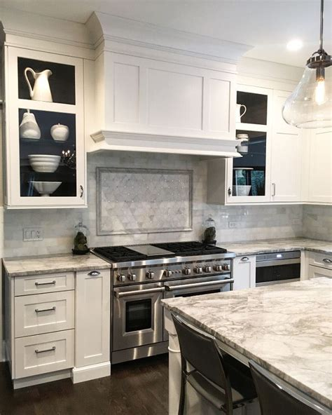 Kitchen Cabinet Hoods Best 25 Shaker Style Kitchen Cabinets Ideas On Pinterest Shaker Style Cabinets White Shaker