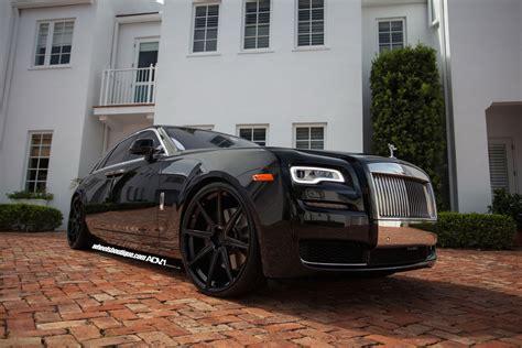 roll royce ghost all black granite black wheels fit rolls royce ghost nicely carscoops