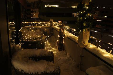 beleuchtung draußen lichterkette balkon idee
