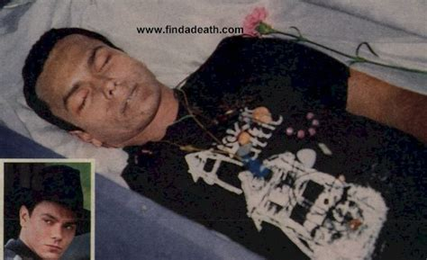 famous people in their caskets some celebrities in their caskets child warning