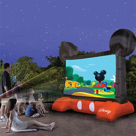 10 outdoor inflatable movie screens