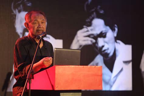short biography of chairil anwar merayakan chairil anwar celebrates indonesia s