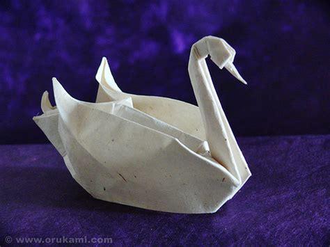 Folding Paper Swan - calvin byrom 3d origami swan basket
