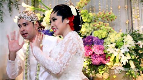 raffi ahmad gandeng nagita slavina di pernikahan fachri albar foto dan video resepsi pernikahan raffi ahmad dan nagita
