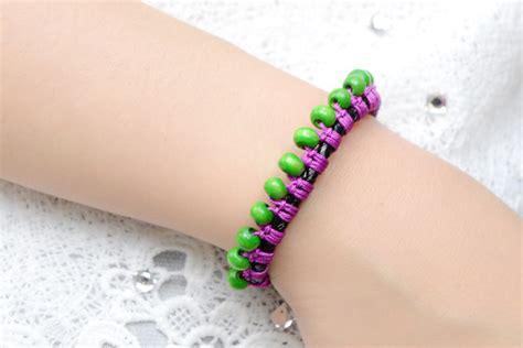 How To Make Macrame Bracelets Step By Step - how to make a cool macram 233 bracelet with wood