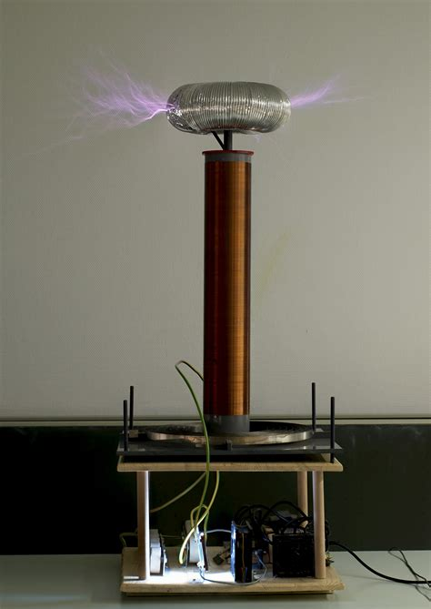 History Of The Tesla Coil File Tesla Coil Jpg Wikimedia Commons