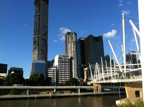 Serviced Appartments Brisbane by Meriton Stands Proud