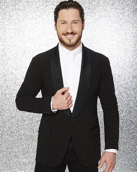 what is michael strahan haircut called michael strahan hair val chmerkovskiy wants michael