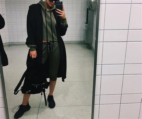 kylie jenners bathroom kylie jenner on how she stays pretty on a flight look