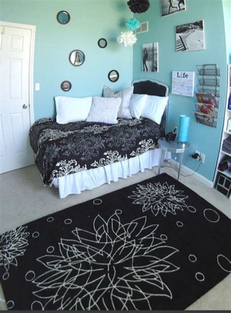 Bedroom Wall Design Ideas For Teenagers by 16 Ideas To Use Black And White Rugs In A Room