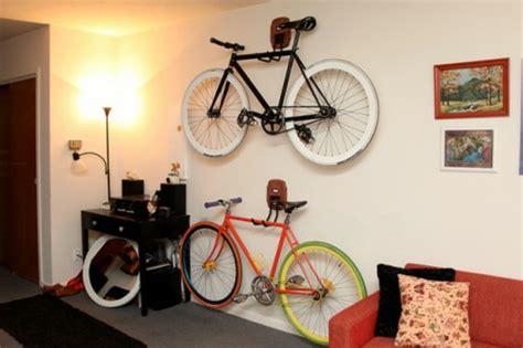 fahrradständer für die wohnung zyklisches denken die mikili b 252 cherregal fahrradst 228 nder