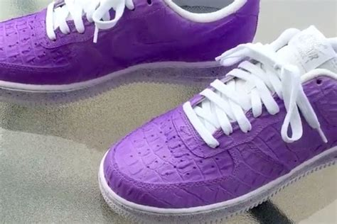 chagne shoes nike air one colour changing nikes are a thing