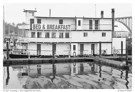 bed and breakfast newport oregon black and white picture photo paddle steamer reconverted