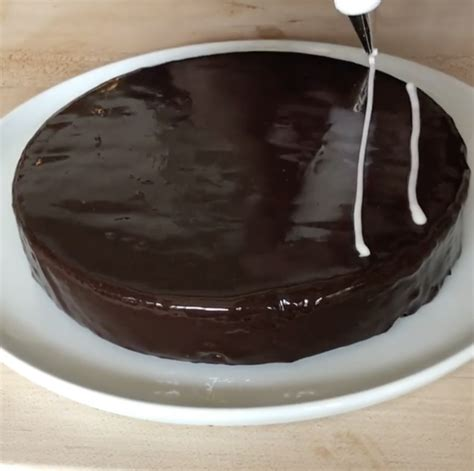 quick  easy chocolate cake decorating hack food heaven food heaven