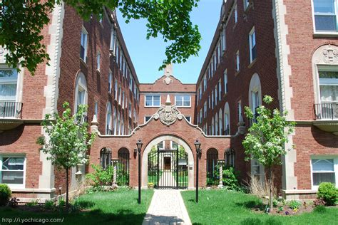 Courtyard Appartments by The Signature Look Of Classic Chicago Homes Chicago