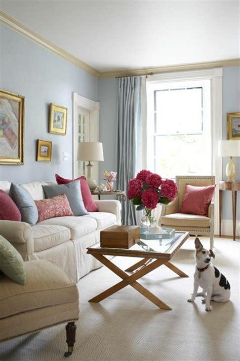 wohnzimmer hellblau wandfarbe taubenblau wandgestaltung ideen mit blauen