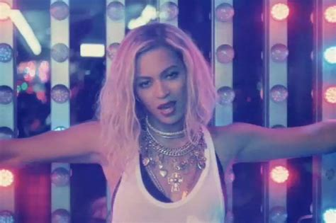 beyonce knowles xo lyrics metrolyrics beyonce is the queen of coney island in xo video spin