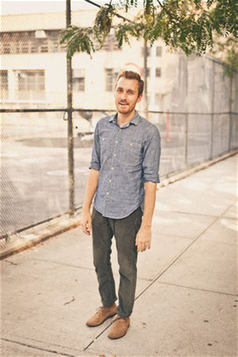 how to wear chukka boots s chukka bed stu boots chambray j crew shirts