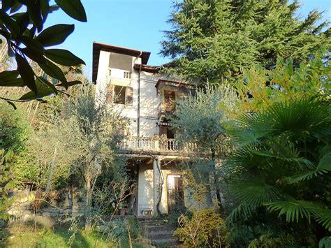 terrazzi di lusso ville di lusso lenno in stile liberty con terrazzi e giardino