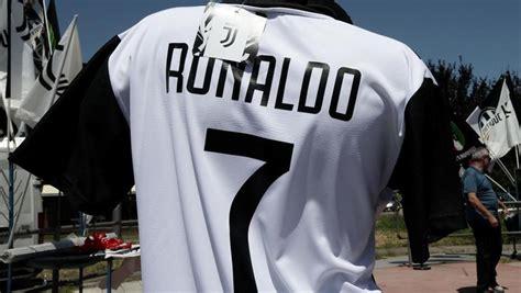 ronaldo juventus camiseta real madrid la juventus contempla presentar a cristiano ronaldo este s 225 bado