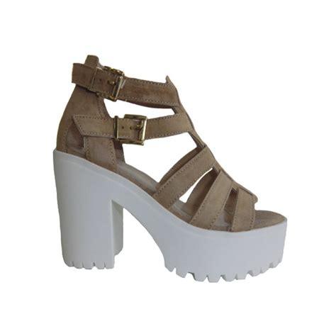 imagenes sandalias blancas zapatos mujer suela blanca