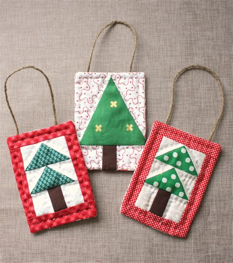 Patchwork Tutorials - mini tree quilt ornament tutoial diary of a