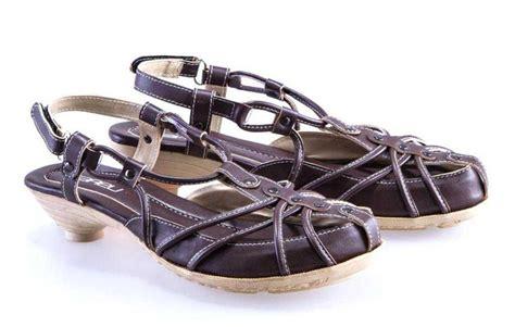 Sandal Wanita Sintetis Brown Tpr E 111 jual sepatu sandal shayna brown hoki store