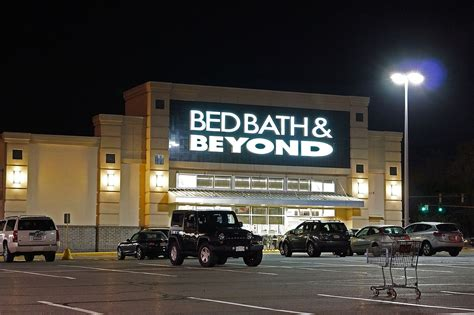 bed bath and be bed bath and beyond might be phasing out its famous