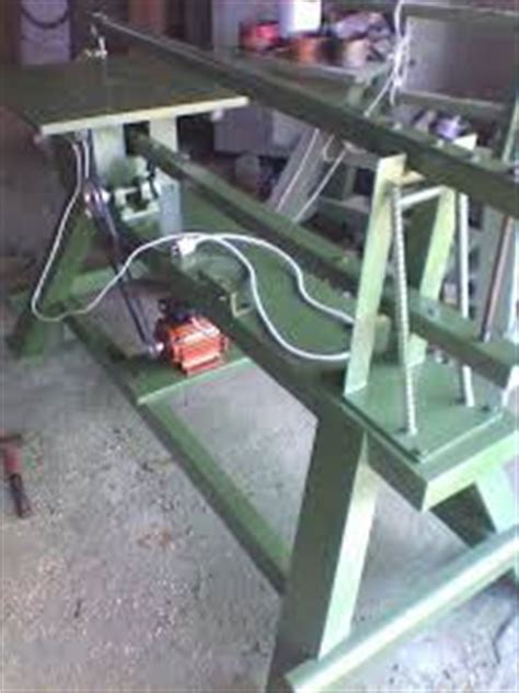 Mesin Gergaji Bobok jual kayu bertuah
