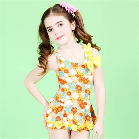 modelle in costume da bagno swimming suit bathing suit swimsuit