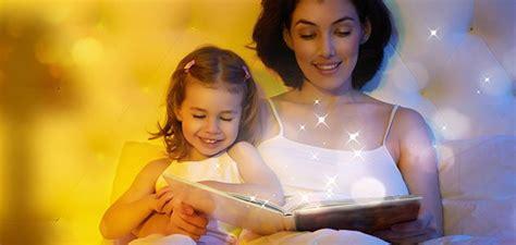 hija se mete a la cama de su padre para cpjer cuentos para dormir a los ni 241 os
