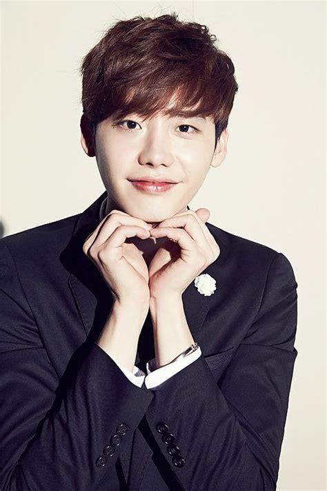 film yg dibintangi lee jong suk lee jong suk signs contract with yg entertainment koogle