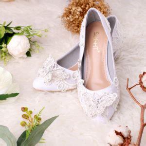 Sepatu Platform Pompom White sepatu pumps mariposa putih