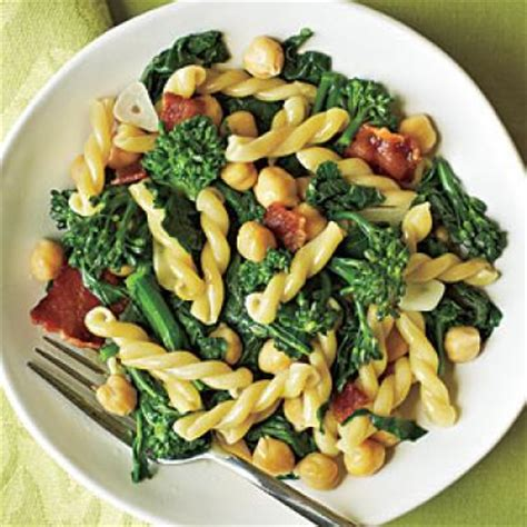 Easy Pantry Recipes by Gemelli With Broccoli Rabe Bacon And Chickpeas