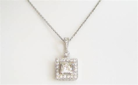 necklace square pendant in white gold