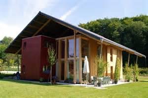 le monolithe et la grange 10 maisons en bois prim 233 es sur