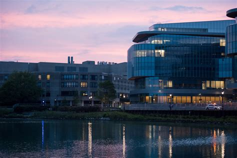 Northwestern Mba Ranking by Northwestern Kellogg School Of Management Ranks In