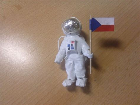 how to make space making an astronaut using paper and tape