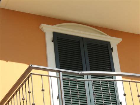 cornici finestre esterne cornici decorative in polistirolo eps per facciate